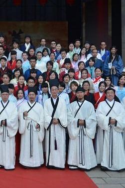 全球汉服出行日一起到孝博和军博参观感受传统文化
