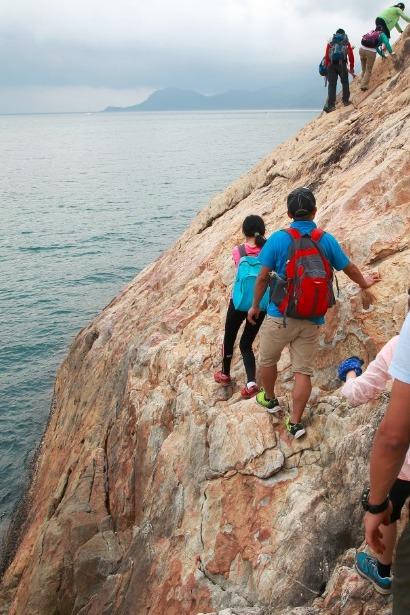 行走在峭壁上—-深圳七星湾-桔钓沙海岸线穿越
