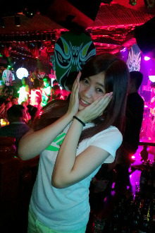 4月22日晚9点爱上酒吧VIP卡座交友嗨夜聚会!