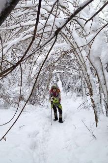 乌奴尔镇周末放松爬雪山赏雾凇