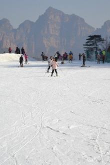 本周日(十八号)太行风情滑雪场滑雪+铁锅劈柴炖菜