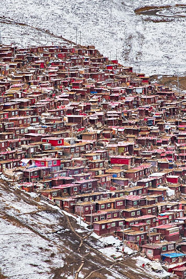 大山里的红色世界-色达五明佛学院