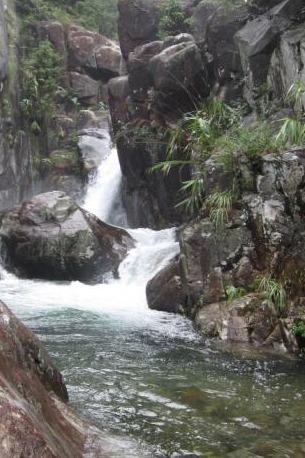 八怪谷溯溪、戏水、攀岩