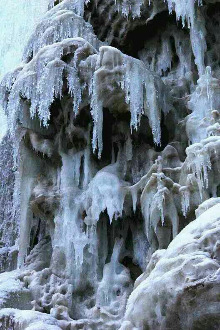 隆雾峡古浪堤赏冰瀑徒步