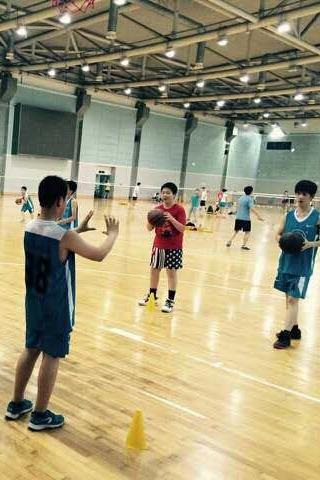 周末青少年篮球、羽毛球体验课