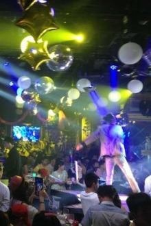 单身酒吧狂欢聚会