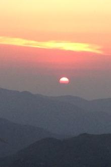 东白山野营烧烤看日出