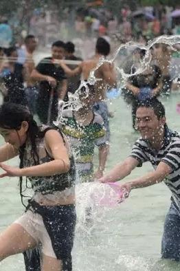 大堰嬉水节8月1号开幕啦!约起来,一起嗨皮。漂流+泼水