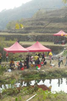 北流市欢乐今宵K歌群会仙河户外烧烤活动。