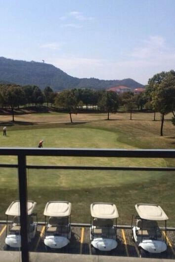 聚餐,抽奖,亲近自然,玩高尔夫