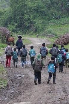 绍兴公益群育才小学儿童节献爱心