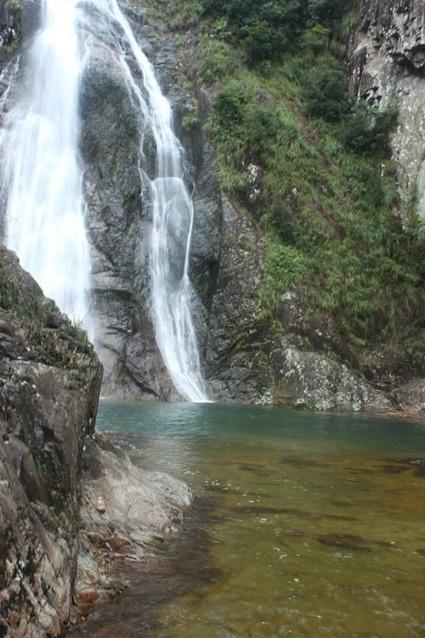 """""""飞瀑溪水观潺流,清凉山涧自在游。""""谷庄峡谷清凉行"""