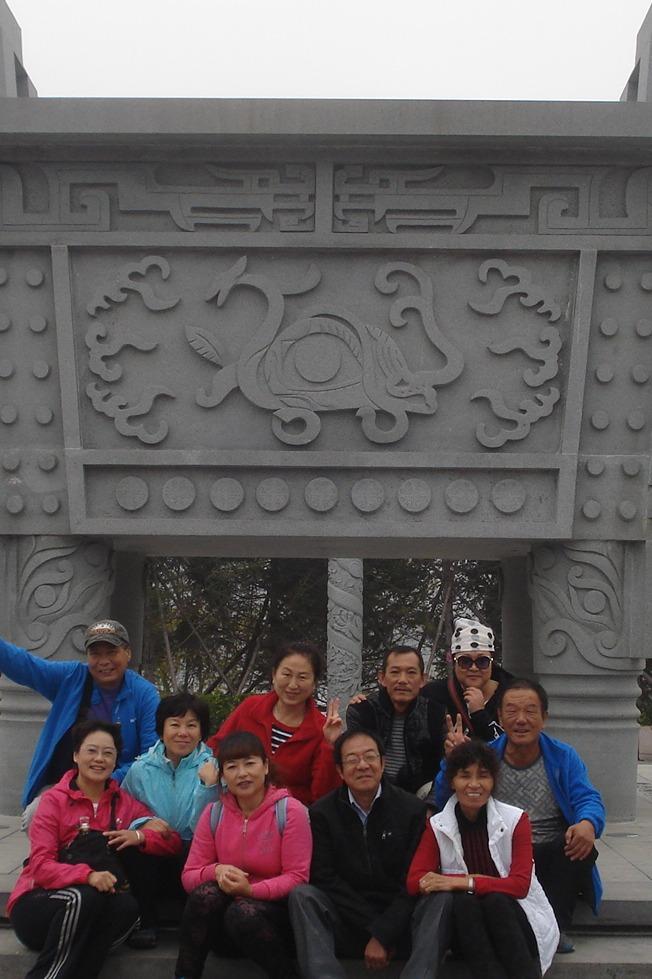 一起从棠梨西街徒步至五岔营子桥看冬日美景。