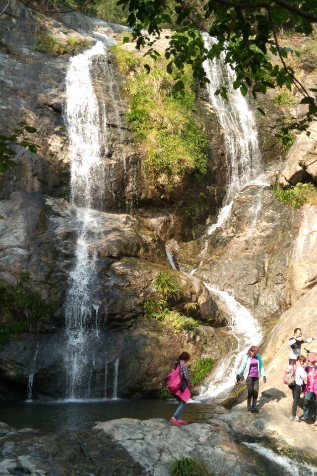 12月6号(星期天)罗田鸡鸣尖爬山看瀑布吃火锅