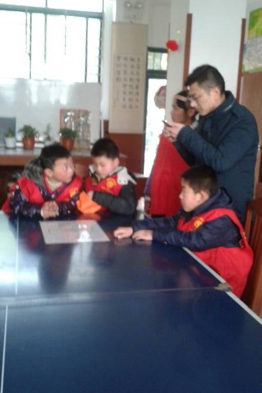 扬州市爱心志愿者协会10月16日关爱智障儿童活动