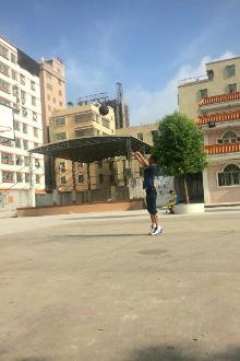 8月七号早上六点南碧埔敬老院前打篮球