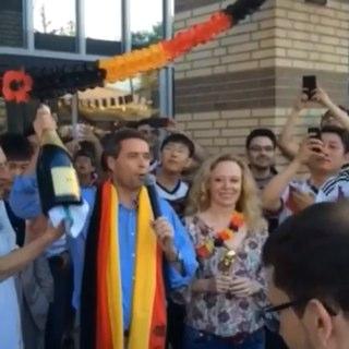 德国驻华大使柯慕贤与夫人庆祝第四冠截图