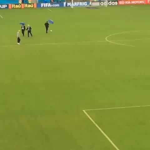 累西腓裁判组在测试场地是否因为大雨而无法比赛。结果是积极的。截图